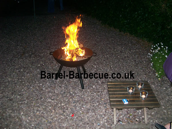 http://www.barrel-barbecue.co.uk/fire-pit-blasing-table.jpg